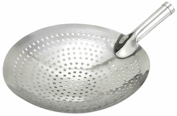 A perforated skimmer with big bowl and short handle